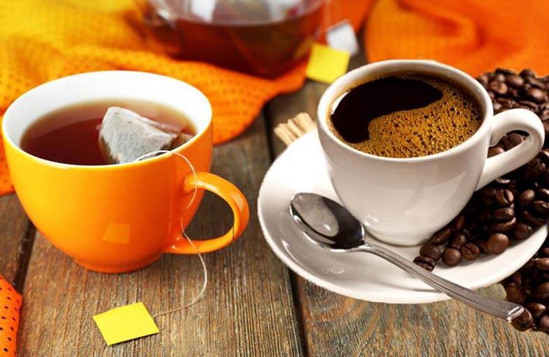 ما الفرق بين الشاي والقهوة وهل يجب الاختيار بينهما؟