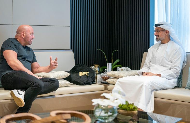 خالد بن محمد بن زايد يستقبل رئيس الـ «يو إف سي»