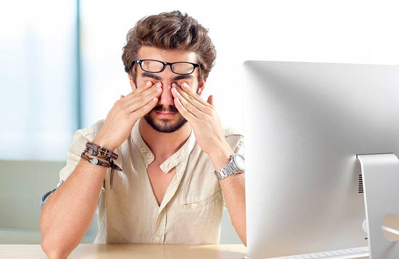 متلازمة  الإرهاق.. تُشعرك بالتعب وتُعجزك عن  العمل