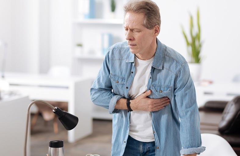 أعراض الأزمة القلبية.. كل دقيقة لها ثمنها