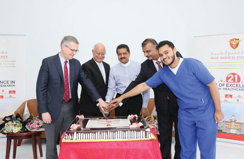 جامعة الخليج الطبية تحتفل بمرور 21 عامًا على التميز في التعليم والرعاية الصحية والأبحاث