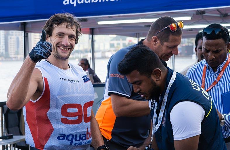 الفيكتوري تيم يحقق أفضل زمن في بطولة العالم للدراجات المائية بالشارقة