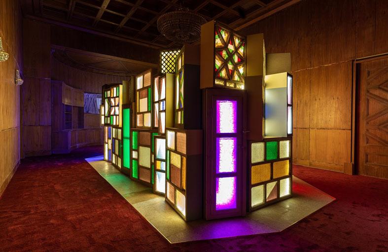 دائرة الثقافة والسياحة – أبوظبي تقدم معرض القصر الأحمر في المجمّع الثقافي