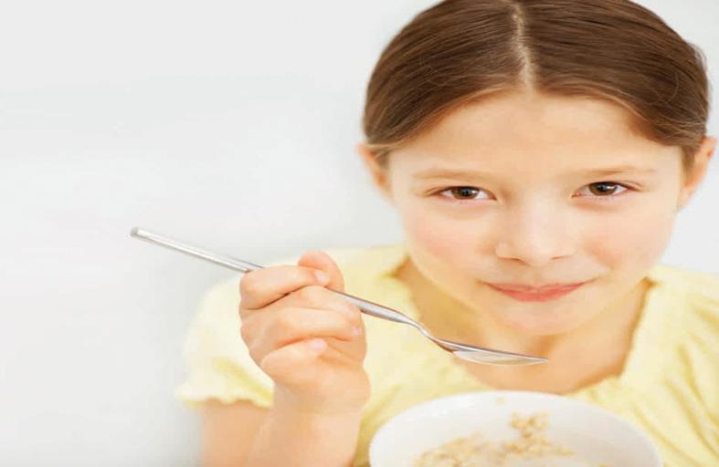أطعمة تساعد على نمو دماغ الطفل