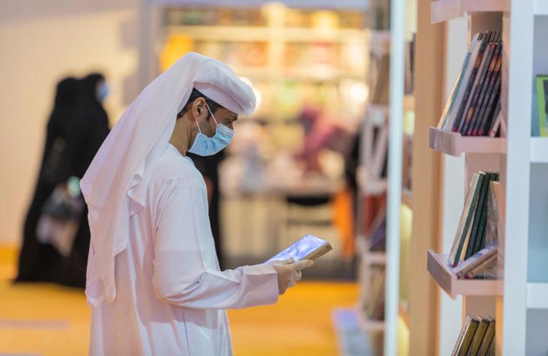 الروايات والسير تستحوذ على اهتمام الشباب الإماراتي في «الشارقة الدولي للكتاب»