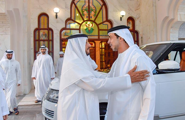 منصور بن زايد يحضر مأدبة إفطار أقامها محمد بن بطي آل حامد