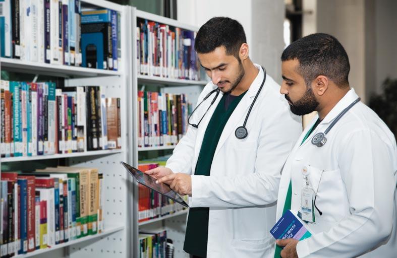 جامعة الإمارات تطلق المجموعة الأولى من مساقاتها عبر منصتها الإلكترونية الدولية