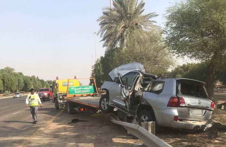 إصابة مواطن بحادث اصطدام مركبة بحواجز على شارع أبوظبي العين