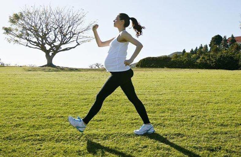 ممارسة الحامل للرياضة تقلل بدانة مولودها