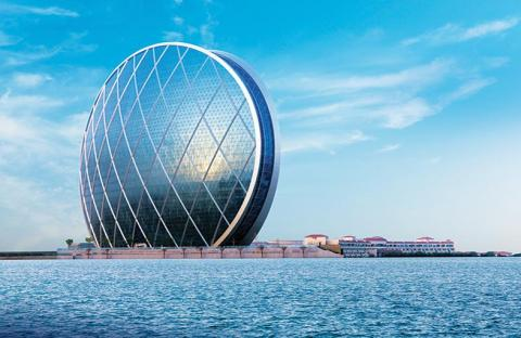 الإمارات.. قلب العالم النابض في الشرق الأوسط