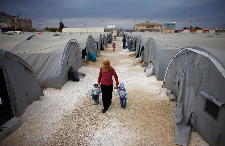 اللاجئون السوريون في تركيا.. من ضيوف إلى أعداء