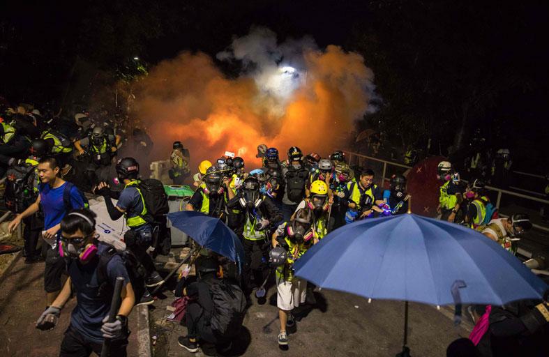 المتظاهرون يستهدفون وسائل النقل في هونغ كونغ