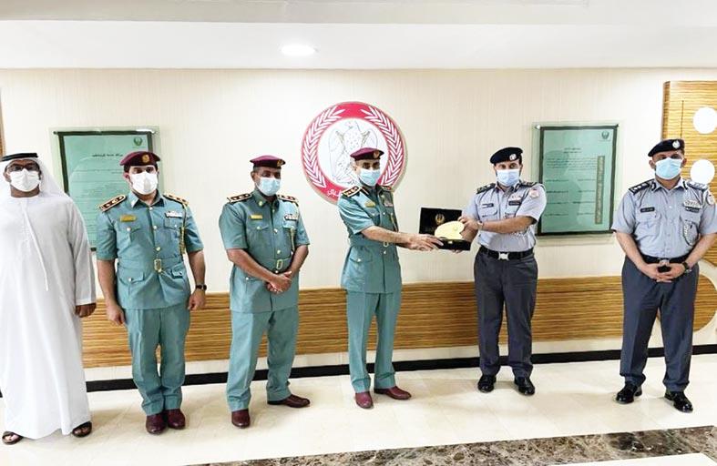 وفد شرطة رأس الخيمة يطلع على مهام إدارة الأزمات بشرطة أبوظبي