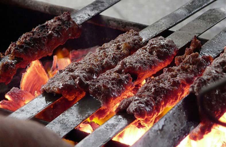 الأطعمة المطهوة على الفحم تضعف الرئة