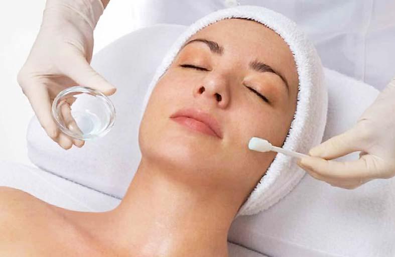 أحدث التقنيات التجميلية للحفاظ على بشرة مشرقة