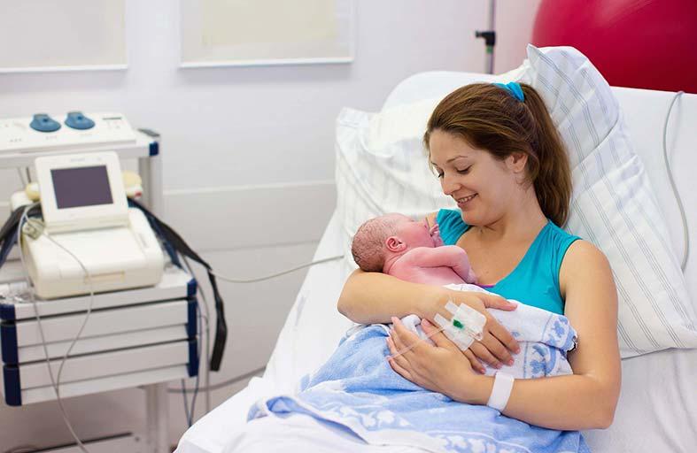 لماذا تحدث معظم الولادات خلال ساعات الليل؟.. دراسة علمية تجيب