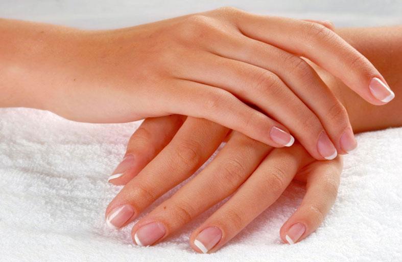 أفضل الوصفات لتقشير وتنعيم اليدين
