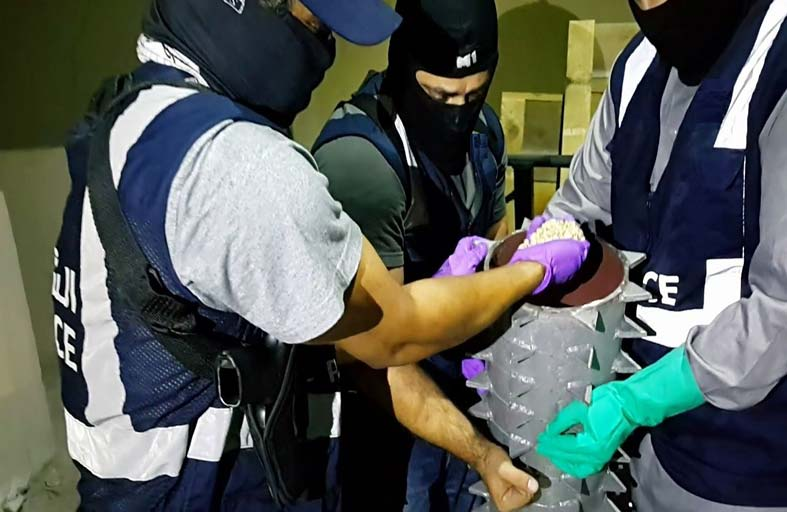 شرطة أبوظبي تضبط 600 كيلوجرام مخدرات و1274 مروجاً ومتعاطياً في 6 شهور