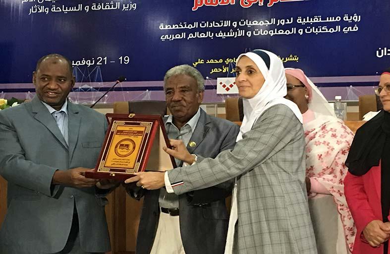 «الشارقة للأدب المكتبي» تحصد  جائزة تميز المكتبات والمعلومات لعام 2018