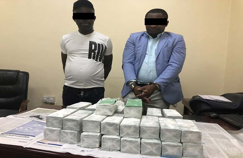 شرطة عجمان تلقي القبض على شخصين من الجنسية الإفريقية بتهمة الاحتيال بادعاء مضاعفة الأموال