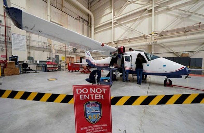 ناسا تعرض أولى طائراتها الكهربائية