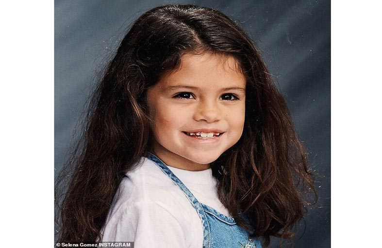 سيلينا غوميز تنشر صورتين وهي طفلة