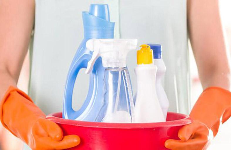 تحذير من مزج منتجات التنظيف مع بعضها البعض