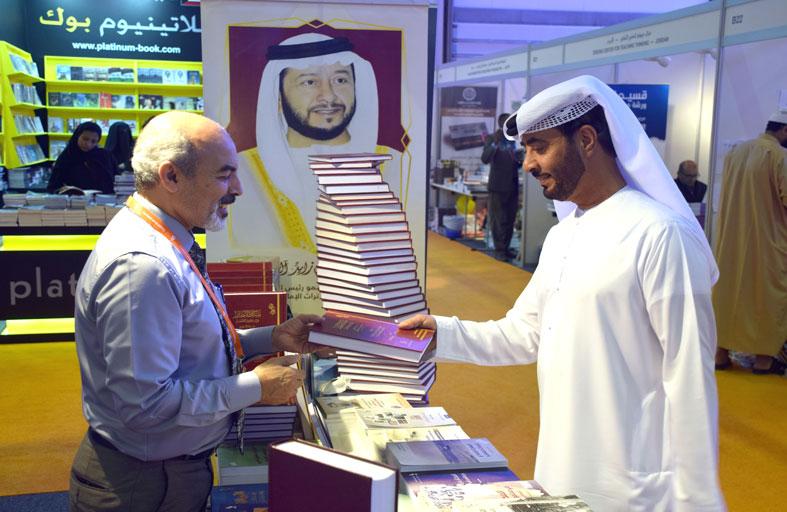 مئة عنوان لنادي تراث الإمارات تستقطب زوار معرض الشارقة للكتاب