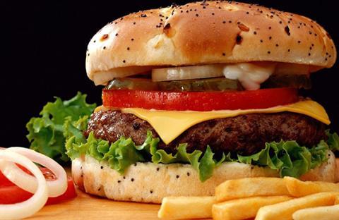 الوجبات السريعة لا تلتزم بالمعايير الغذائية السليمة