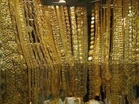عصابة تسرق 6 كيلوغرامات من الذهب