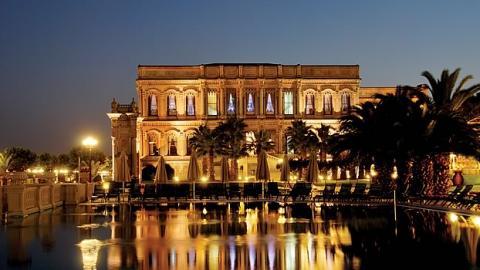 قصر تشيران كيمبنسكي أروقته تروي ذكريات السلاطين وعظمة الفن العثماني