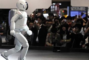 محاولات لابتكار  رجل آلي يتحرك كالبشر