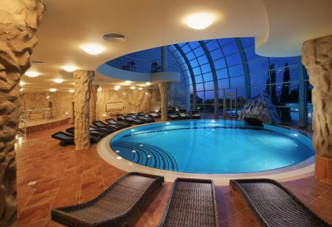 كلور حمامات السباحة قد يتسبب فى حكة جلدية