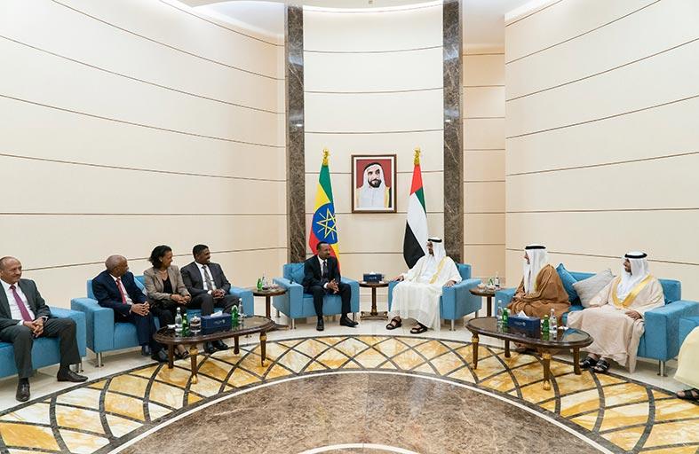 محمد بن زايد ورئيس وزراء إثيوبيا يبحثان العلاقات بين البلدين والقضايا الإقليمية والدولية