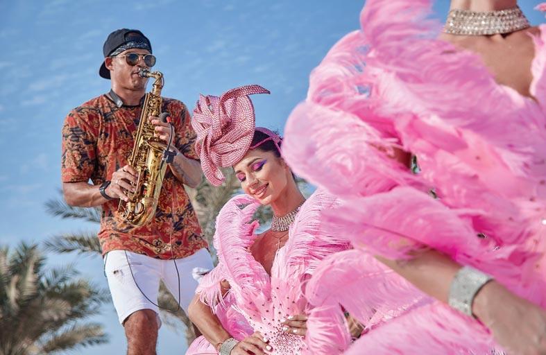 برنش أيام السبت الوردية في نيكي بيتش دبي