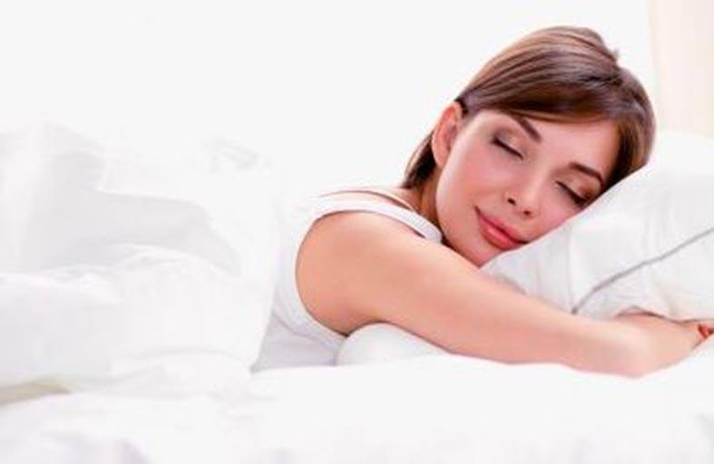 احذر.. النوم على البطن قد يتسبب لك بكارثة