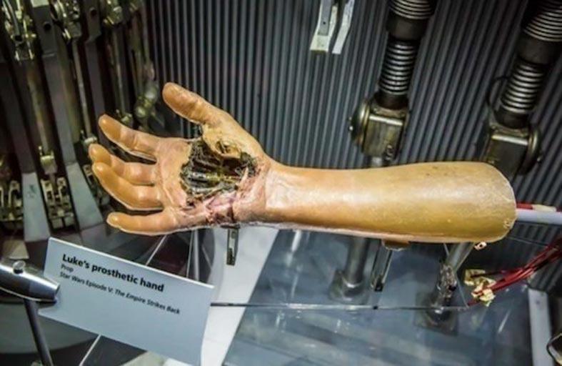 علماء يطورون أول جلد إلكتروني حساس للمس