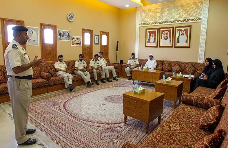 وفدان من «شؤون الرئاسة» و«نيابة الأسرة» يطلعان على تجربة أحداث شرطة أبوظبي