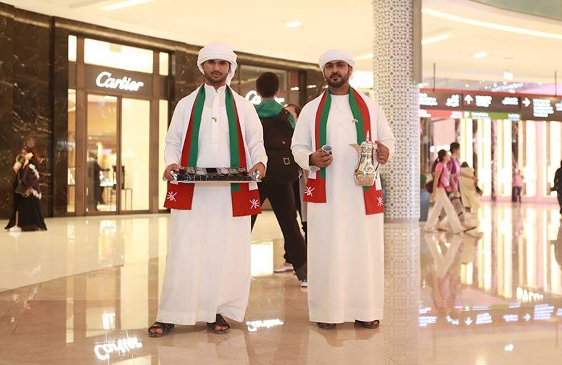 «دبي مول» يحتفل باليوم الوطني العماني