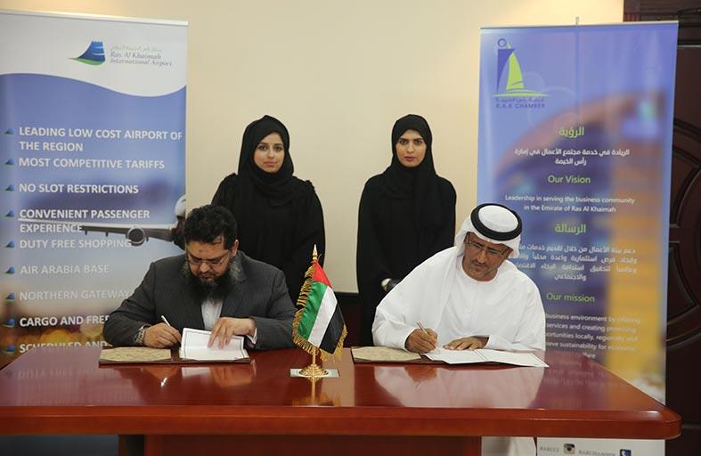 غرفة رأس الخيمة توقع اتفاقية تعاون مع مطار رأس الخيمة الدولي