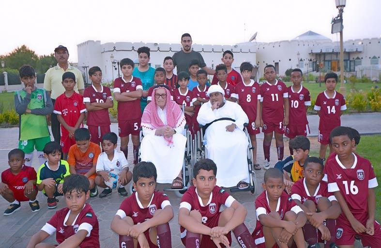 نادي الحمرية ينظم يوما رياضيا مفتوحا مع دار المسنين ودار رعاية الاطفال