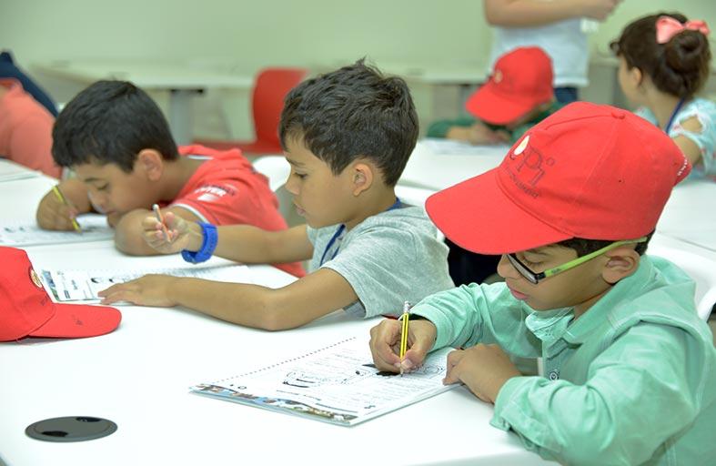 أنشطة صيفية في جامعة دبي تجذب طلبة مدارس من حول العالم