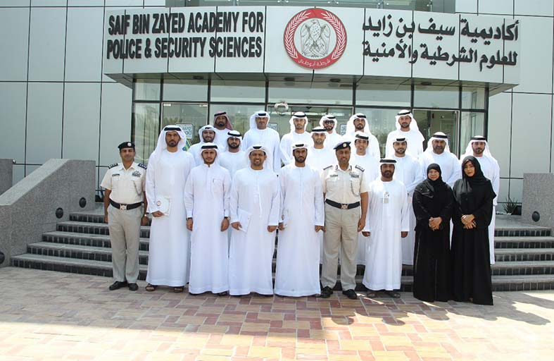 شرطة أبوظبي تؤهل منتسبيها على إعداد مدربين وتصميم حقائب تدريبية