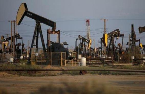 النفط يهبط بعد إبداء السعودية استعدادها لرفع الإنتاج