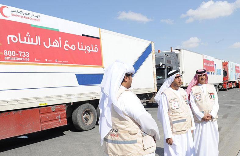 الهلال الأحمر تسير أول قافلة شحن الى الاردن تحمل مساعدات عينية الى اللاجئين السوريين