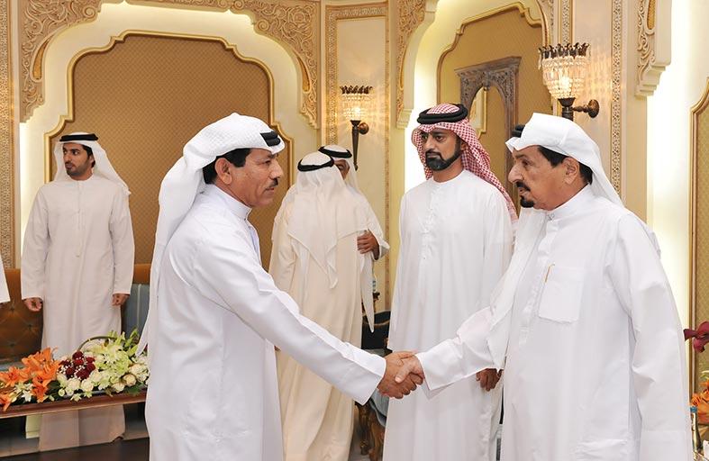 حاكم عجمان وولي عهده يستقبلان المهنئين بشهر رمضان