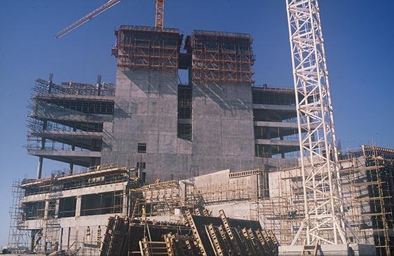 غرفة دبي من شقة صغيرة و450 عضواً إلى أكبر غرف التجارة والصناعة في الشرق الأوسط وشمال أفريقيا