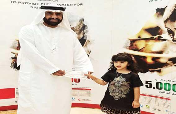 طفلة إماراتية تنال لقب أصغر متبرعة لحملة سقيا الإمارات
