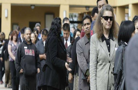 طلبات إعانة البطالة الأمريكية تسجل زيادة متواضعة