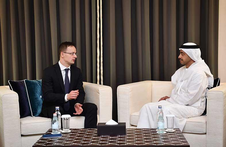 عبدالله بن زايد يستقبل وزير الشؤون الخارجية والتجارة المجري
